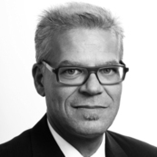 Dr. Oliver Kelkar